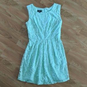 Size 5 seafoam green lace dress